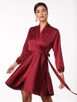 Κόκκινο σατινέ φόρεμα από την κολεξιόν της Amelies