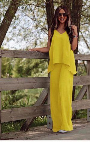 Kίτρινο γυναικείο σετ ρούχων τοπ με παντελόνα από τη συλλογή της Amelies