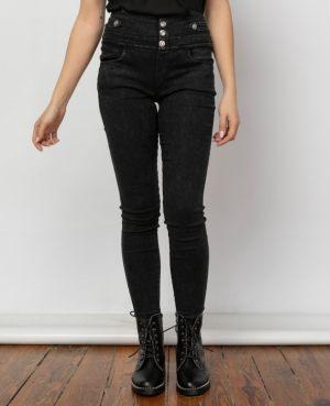Κοπέλα φοράει γυναικείο τζιν ψηλόμεσο παντελόνι σε μαύρα χρώμα από τη συλλογή της Amelies