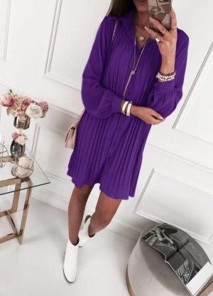 Γυναίκα φοράει μωβ καλοκαιρινό φόρεμα μακρύ από τη συλλογή της Αmelies