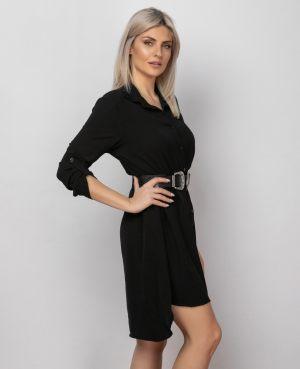 Κοπέλα φοράει μαύρο καλοκαιρινό φόρεμα από τη συλλογή της Amelies